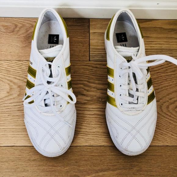 le adidas bianco e oro, edizione limitata di skate poshmark